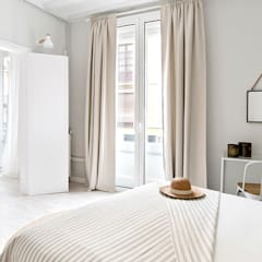 Bedroom by Nice home barcelona,