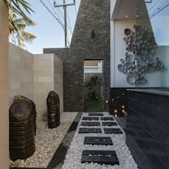 Front garden by Terra Development Group