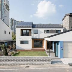 Houses by 소하  건축사사무소    SoHAA