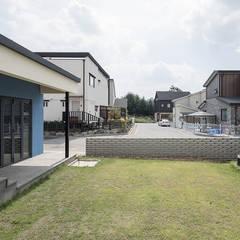 Taman Modern Oleh 소하 건축사사무소 SoHAA Modern