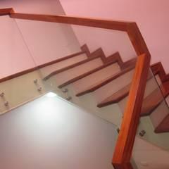 Cửa Kính và Cầu thang Kính:  Hành lang by TNHH XDNT&TM Hoàng Lâm