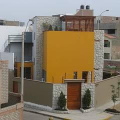Casa D Santiago de Surco: Casas de estilo  por Arquitotal SAC, Moderno