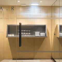 Zona de entrada: Espaços de restauração  por BL Design Arquitectura e Interiores