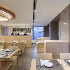 Sala: balcão de bebidas: Espaços de restauração  por BL Design Arquitectura e Interiores