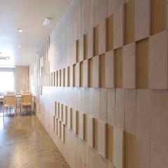 Corredor: Espaços de restauração  por BL Design Arquitectura e Interiores