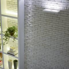 Modern corridor, hallway & stairs by Guaraúna Revestimentos Modern