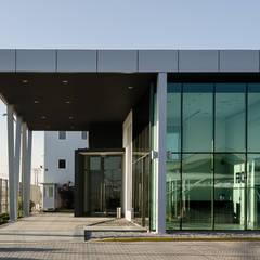 Aeropuertos de estilo  por Bschneider Arquitectos e Ingenieros