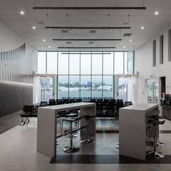 Lapangan terbang by Bschneider Arquitectos e Ingenieros