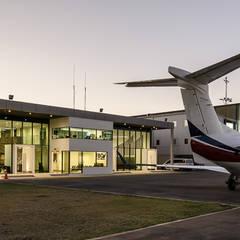 Aeroportos  por Bschneider Arquitectos e Ingenieros