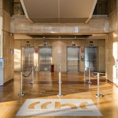 Edificio CCHC de Bschneider Arquitectos e Ingenieros Moderno