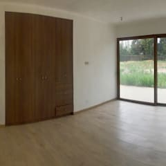 Casa El Algarrobal: Dormitorios de estilo  por AtelierStudio