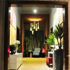 Erlon Tessari Arquitetura e Design de Interioresが手掛けた会議・展示施設
