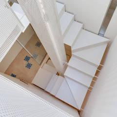 الممر والمدخل تنفيذ Lara Pujol  |  Interiorismo & Proyectos de diseño