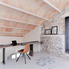 اتاق کار و درس توسطLara Pujol  |  Interiorismo & Proyectos de diseño, مدیترانه ای