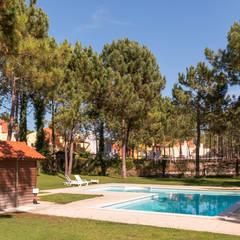 Moradia Mira Villas: Piscinas  por Miguel Marnoto - Fotografia