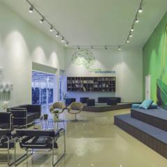 Centros de exhibiciones de estilo  por Guazzelli Gomes