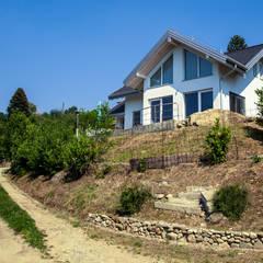 Casa in legno a Montonate, Varese: Casa di legno in stile  di Novello Case in Legno