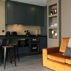 Lisbon Charms Flats Paredes e pisos industriais por Richimi Factory Industrial