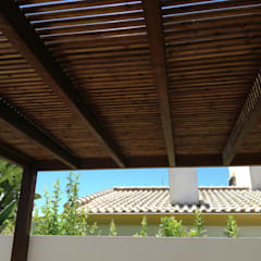 Pérgolas Wood: Jardines delanteros de estilo  de Pergolas de diseño Wood