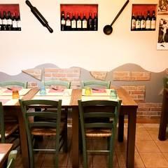 Tavoli e sedie: Bar & Club in stile  di Luca Alitini