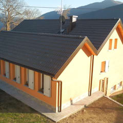 Casa in legno per le vacanze, Santa Maria Maggiore (VCO): Casa di legno in stile  di Novello Case in Legno