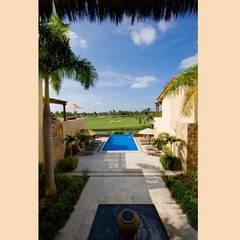 Casa Cariza: Albercas de jardín de estilo  por BR  ARQUITECTOS, Tropical Mármol