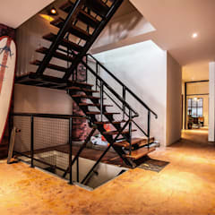 Industrial corridor, hallway & stairs by 芽米設計創合團隊 Industrial