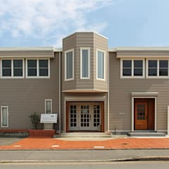 本社ショールーム: 立共インターナショナル 株式会社が手掛けた木造住宅です。