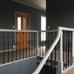 階段: 立共インターナショナル 株式会社が手掛けた廊下 & 玄関です。