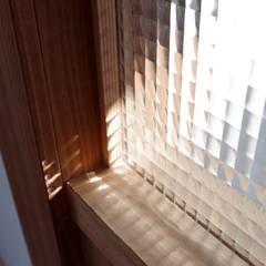 Ventanas de madera de estilo  de K+Yアトリエ一級建築士事務所