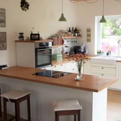 Built-in kitchens by PassivHausPartschefeld, Country