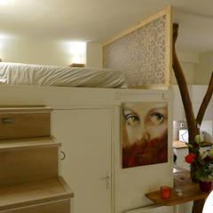 Séparation d'une chambre sur mezzanine de la cuisine : Chambre de style  par Allure et Bois