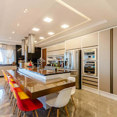 Kitchen units by RHAJA ARQUITETURA