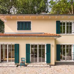 Stadtvilla im mediterranen Stil :  Landhaus von wir leben haus - Bauunternehmen in Bayern