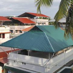 TELHADO VERDE: TELHAS ONDULADAS ALUMINO VERDE: Hotéis  por Balm Roof Top Comercio e Serviço Ltda
