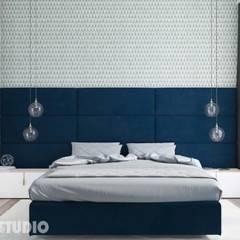 sypialnia niebieskie akcenty: styl , w kategorii Sypialnia zaprojektowany przez MIKOŁAJSKAstudio