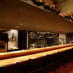 Gastronomy by 田所裕樹建築設計事務所, Modern لکڑی Wood effect