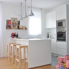 Appartamento di luce - Bolzano: Cucina attrezzata in stile  di BGP studio