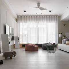 Salas / recibidores de estilo escandinavo por 賀澤室內設計 HOZO_interior_design