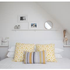 Scandinavian coastal style - scandi:  Bedroom by THE FRESH INTERIOR COMPANY