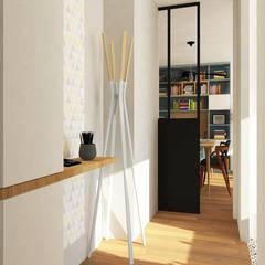 Les pieds dans l'eau : Couloir et hall d'entrée de style  par Atelier Mūtō