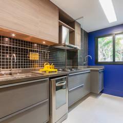 Apartamento Decorado : Armários e bancadas de cozinha  por ME Fotografia de Imóveis