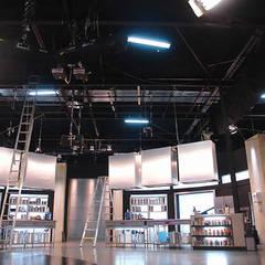 Estudios de Televisión Fox- Telecolombia: Estudios y despachos de estilo clásico por Coestructural sas