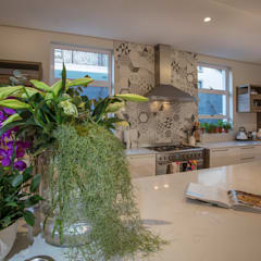 :  Kitchen by Spegash Interiors, Country