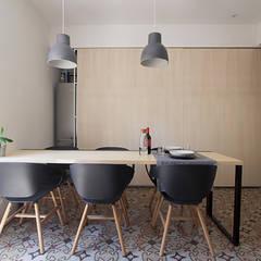Il soggiorno/Studio: Studio in stile  di Ad'A