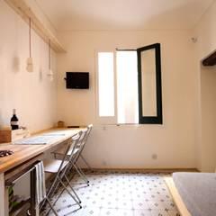 Cucina per gli ospiti: Cucina attrezzata in stile  di Ad'A