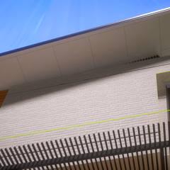 Eksterior Rumah Tinggal Industrial Style, Nonongan, Surakarta: Rumah tinggal  oleh ARKAStudio,