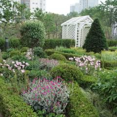 สวนหน้าบ้าน by 아이디얼가든 (IDEALGARDEN)