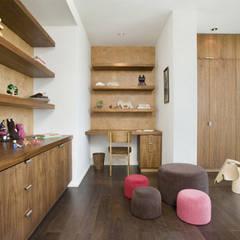 Bima Residence:  Kamar Bayi & Anak by Budi Setiawan Design Studio