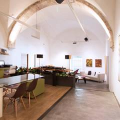 : Oficinas y tiendas de estilo  por Tectónico